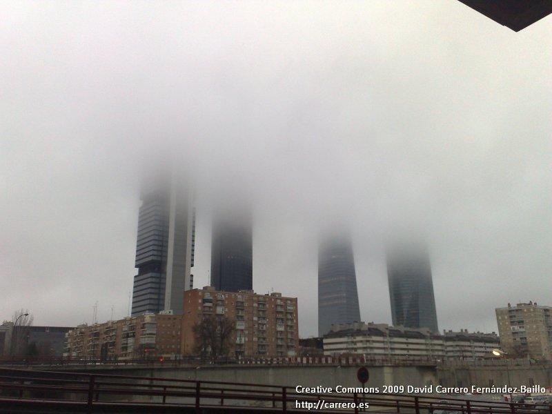 4 torres de Madrid, su nuevo skyline entre la niebla
