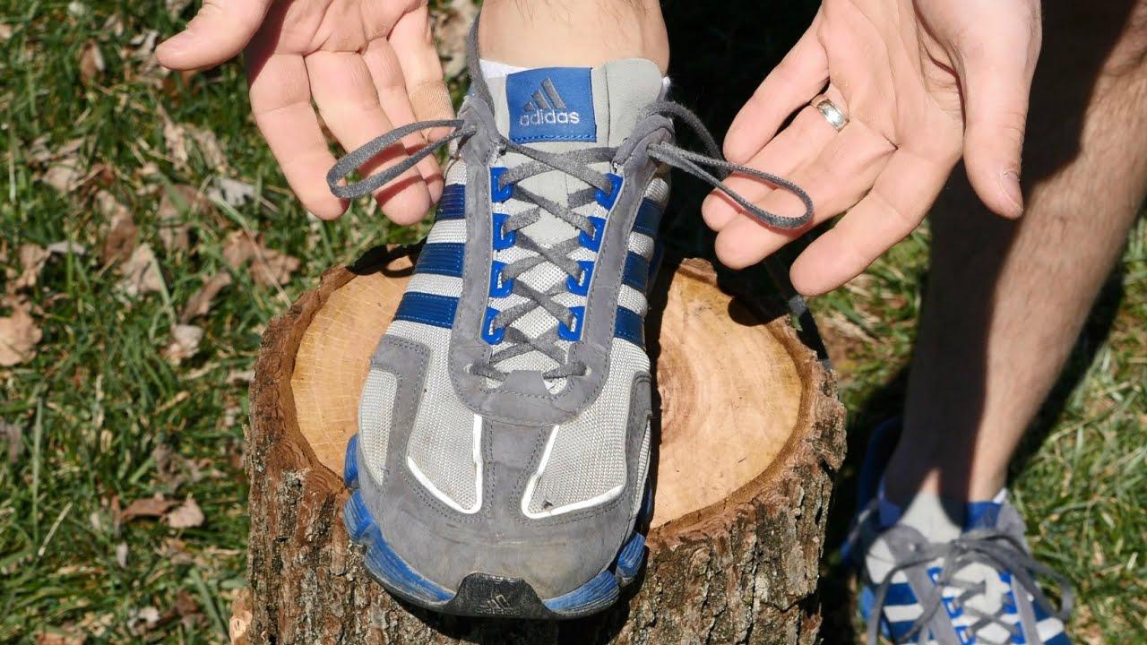 Para que sirve el agujero extra en tus zapatillas de deporte